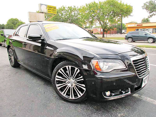 13 CHRYSLER 300 S ALLOYS AUTO LUXURY PACKAGE PIEL QUEMAC SISNAV 4 PTS AC TELEC CD VAJ