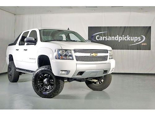 08 CHEVY AVALANCHE LTZ AUTO BLUETOOTH CUSTOM RIMS ESTRIBOS LIFTED PIEL SENSORES DE REVERSA CD