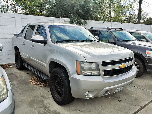 07 CHEVY AVALANCHE LT  713 568-7495 7991