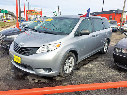 11 TOYOTA SIENNA LE  832 672-7122