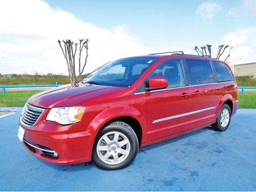 12 CHRYSLER TOWN  COUNTRY TOURING 3RA FILA AUTO 4 PTS AC TELEC CD VAJUST 287101A 713
