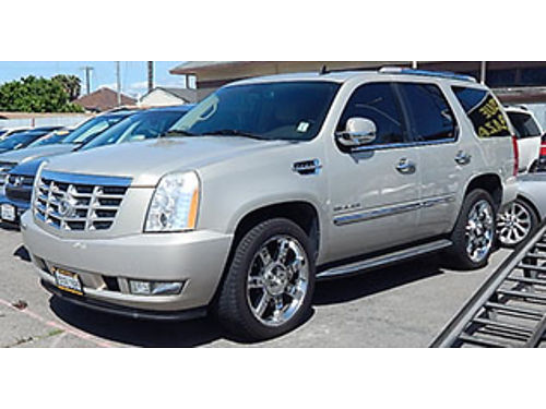 2010 CADILLAC ESCALADE LUXURY - Leather sun rfmn rf luxury pkg 3rd row prem wheels low miles