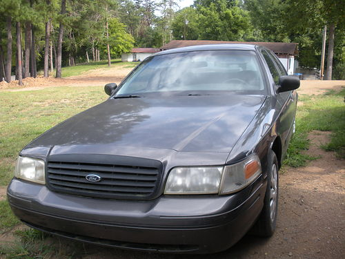 2000 FORD CROWN VICTORIA 4dr V8 auto all power cold air good tires clean interior wnice paint
