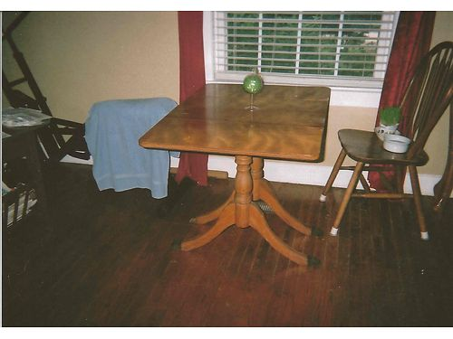 DROP-LEAF TABLE antique 2 drop leafs claw feet 40x28 300 obo 865-660-8239