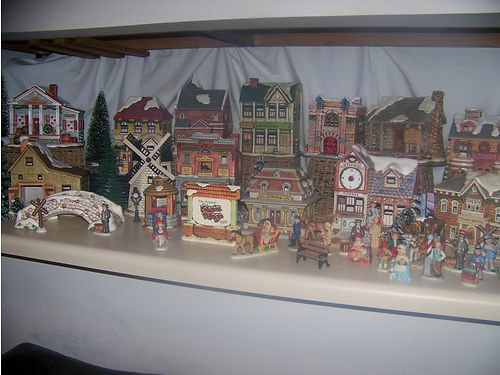 CHRISTMAS HOUSES Lefton Porcelain 25 Christmas Houses 100 Figurines  accessories all retired p