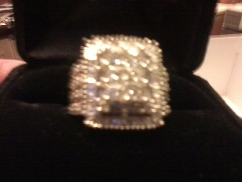 DIAMOND RING 190ct total weight several larger stones surrounded by baugettes 14k white Gold sz