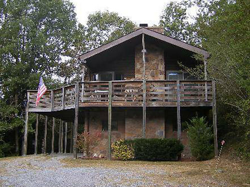 SEVIERVILLE TN 2 story 2BR 2BA Log home wbonus room1632 sqft 27ac whiking