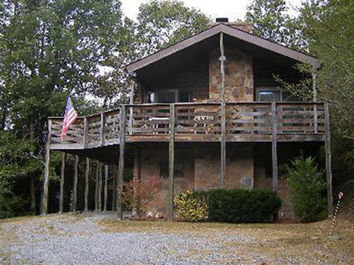 HOUSE FOR SALE SEVIERVILLE TN 2bed 2bath An additional room for office Living