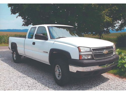 2005 CHEVROLET 2500HD EXTENDED CAB 2wd 60L auto bedliner air tow-pkg 195k runs  looks exc