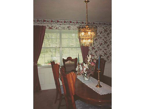 DINING ROOM SUITE Gorgeous Solid Oak Set in medium finish 5 Oval table w3 leaves 6 upholstered