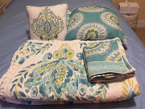 BEDDING Queen Comforter 2 Shams 3 pillows sell for 75 see photo at wwwrecyclercom 865-693-0