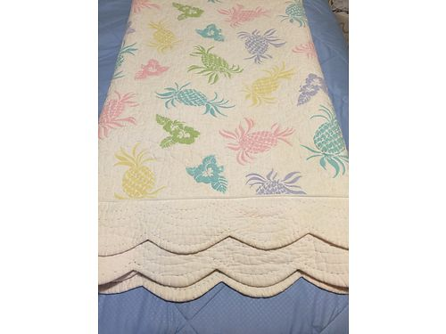 QUILT Queen size by Lily Pulitzer exc cond cost 350 Sell for 100 865-693-0213 see photo at ww