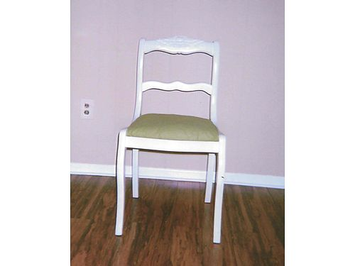 ACCENT CHAIR Antique Rose back 35 865-306-9914 calls only no text see photo at wwwrecyclerco