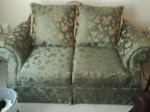 LOVESEAT light green wfloral pattern very pretty 65 865-318-3818 see photo online wwwrecycler