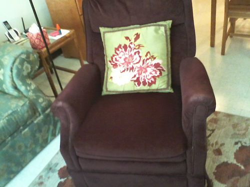 RECLINER Burgandy 30 865-318-3818 see photo online wwwrecyclercom