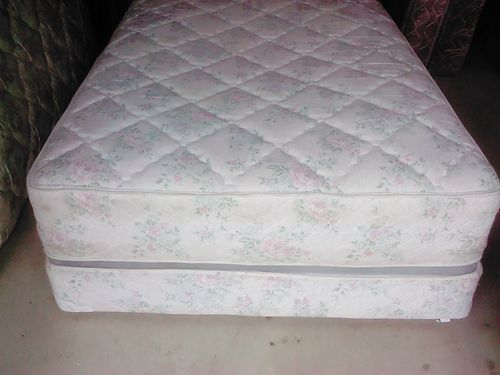 BED Full size 52 wframe headboard mattress  boxsprings very good cond clean  comfortable