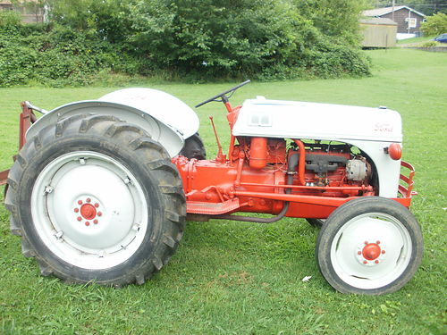 TRACTOR 1958 Ford 8N 40hp Gas live PTO 3pt hitch headlights 2 new tires near show condition