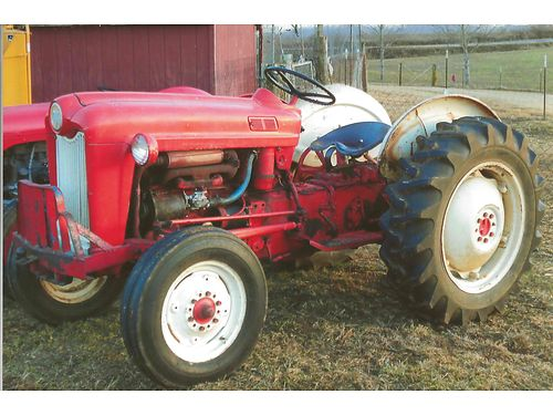 TRACTOR 601 Ford Workmaster 4spd 35hp Gas good tires runs like new nice tractor 2200 SOLD