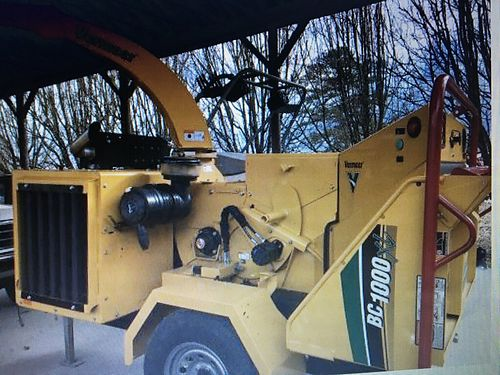COMMERCIAL CHIPPER 2016 Vermeer BC1000 XL Deutz Diesel engine wonly 1hr use