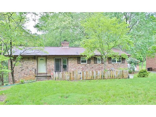 REAL ESTATE AUCTION 1121 Park Hill Circle Knoxville TN 37909 Thurs May 18th at 1200PM Live Onsite