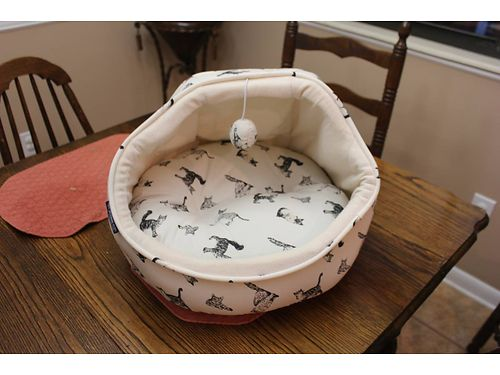 CAT BED, PLUSH, CLEANABLE CAT BED. BLACK ...
