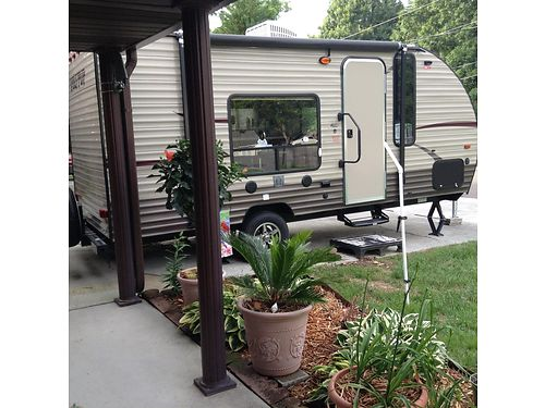 2015 WOLF PUP TRAVEL TRAILER 18 sleeps 3 Queen bed wcustom mattress 3pc bath stove fridge d