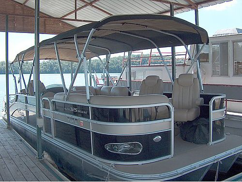 2012 G3 ELITE 325 DLX as luxurious as it is stylish Included is Garmins GPSDepth Finder Combo a
