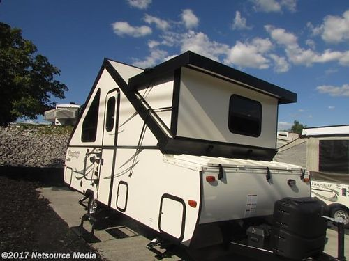 2017 FOREST RIVER FLAGSTAFF 21DMHW POP-UP 2010 Sleeps 3 queen bed external shower air awning