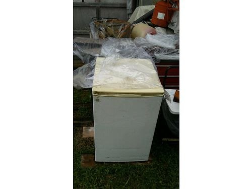 MINI FRIDGE perfect for dorms Frost free 40 Harriman 865-360-7192 see photos at wwwrecyclerco