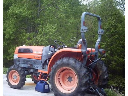 2004 KUBOTA 3130 TRACTOR 4wd 30hp Diesel 2nd owner w700 hours includes yard box  bushhog NO B