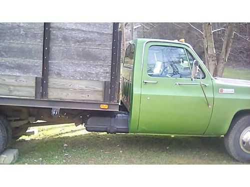 1974 GMC 3500 FLATBED DUALLY w4 side rails rebuilt 350 4 bolt main 4spd wGranny gear new radi