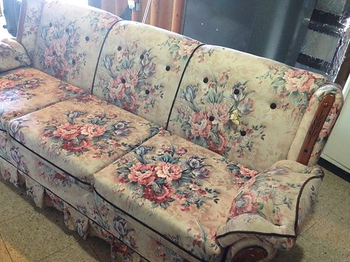 COUCH great cond traditional style 100 Tazewell 423-526-3899 see photo at wwwrecyclercom