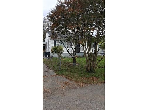 SOUTH KNOXVILLE 2br 1ba on 917 Hall St decent size bedrooms wood floors fenced yard carport