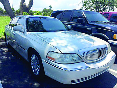 2006 LINCOLN TOWN CAR SIGNATURE Cold Air Runs Out 100 100K Miles 3450 Call Sonny At 954-782-91
