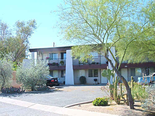 CAMINO VILLAS APTS REDUCED RENT Downstairs 1BR 425month Quiet complex close to Tucson Mall on