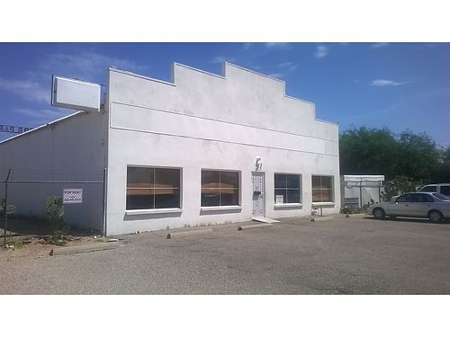 COMMERCIAL BUILDING Approx 3000 sqft Zoned I - 1 Would Make Great Dog Rescue Or Doggie Daycare R
