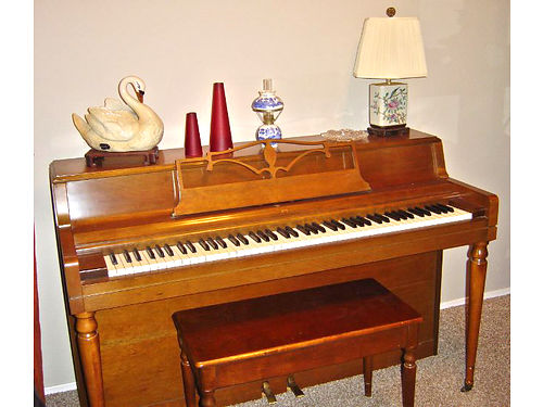 WURLITZER SPINET piano  bench light wood color 850 OracleRiver 520-465-7374