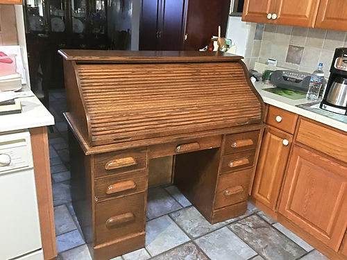 ROLL TOP DESK 13 Drawers Top and Drawers Work Perfectly Good Condition 200 520 850-1233 or
