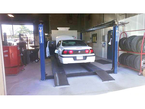 FORWARD 4-POST 12000LB AutoTruck Lift very good condition maintained by owner delivery possible