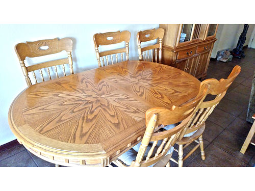 LOVELY OAK DINING table with 6 chairs  leaf excellent condition 350