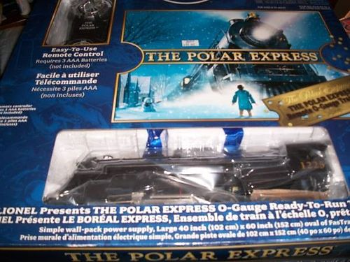 POLAR EXPRESS LIONEL TRAIN SET COMPLETELY READY TO RUN HAS ALL THE TRANS FORMER AND ALL THE TRACK NE