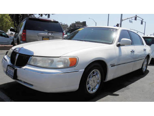 1998 LINCOLN TOWNCAR Moonroof leather Call for price 1177655587 SBCARCO 1001 West Main St S