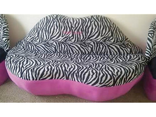 LOVESEAT SET Zebra print shaped like lips 70 wide comes with 2 chairs 600set 805-332-1950