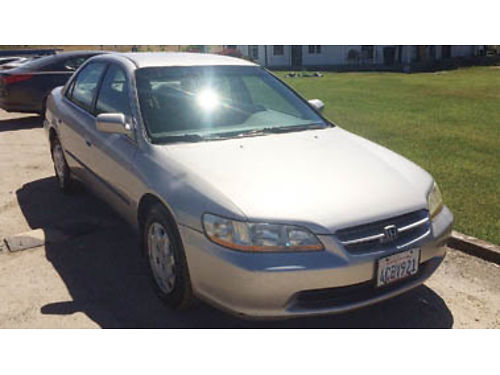 1998 HONDA ACCORD 305k miles 4 cylinder manual trans Cold AC power windows and locks smogged