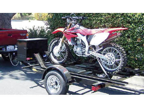 3 BIKE MOTORCYCLE TRAILER with lockable storage box fuel can rack ramp and chrome wheels 600 o
