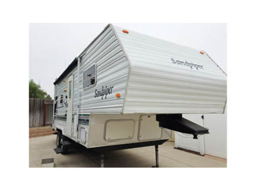 2003 SANDPIPER 26 5th Wheel Fully self-contained with slide-out showerbath AC heater full kit