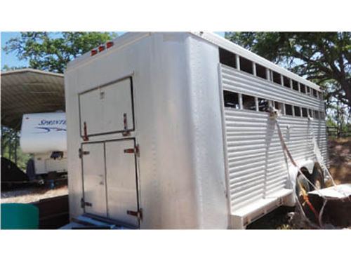 16 FEATHERLITE STOCK TRAILER Heavy duty multiple doors and gates tack area feed door Carry ha