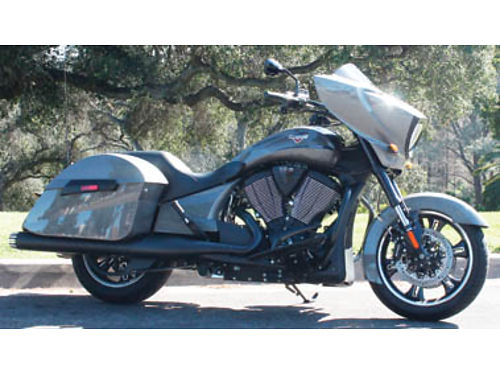 2015 VICTORY CROSS COUNTRY Custom exhaust passenger back rest high performance upgrades 2640 mil