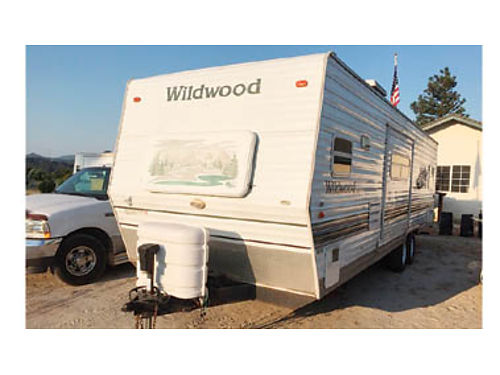 2005 WILDWOOD TRAILER 26ft nice floorplan  storage very liveable or travel t