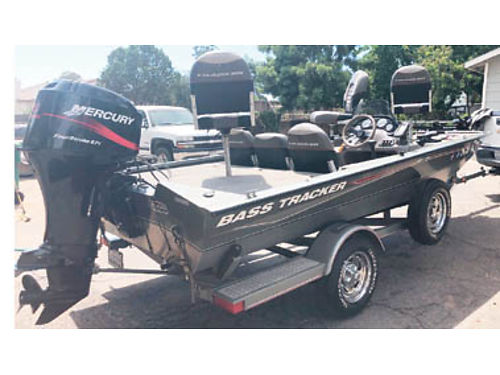 2004 BASS TRACKER 175 Ft 60HP Merc very low hrs FF trolling mtr live bait well 3 fishing sea